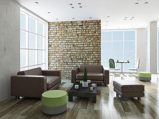 Livingroom with leather chairs and a table